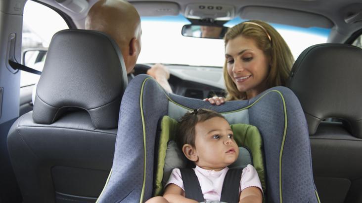 Los autos nuevos deber n incluir un anclaje especial para for Espejo para mirar bebe auto